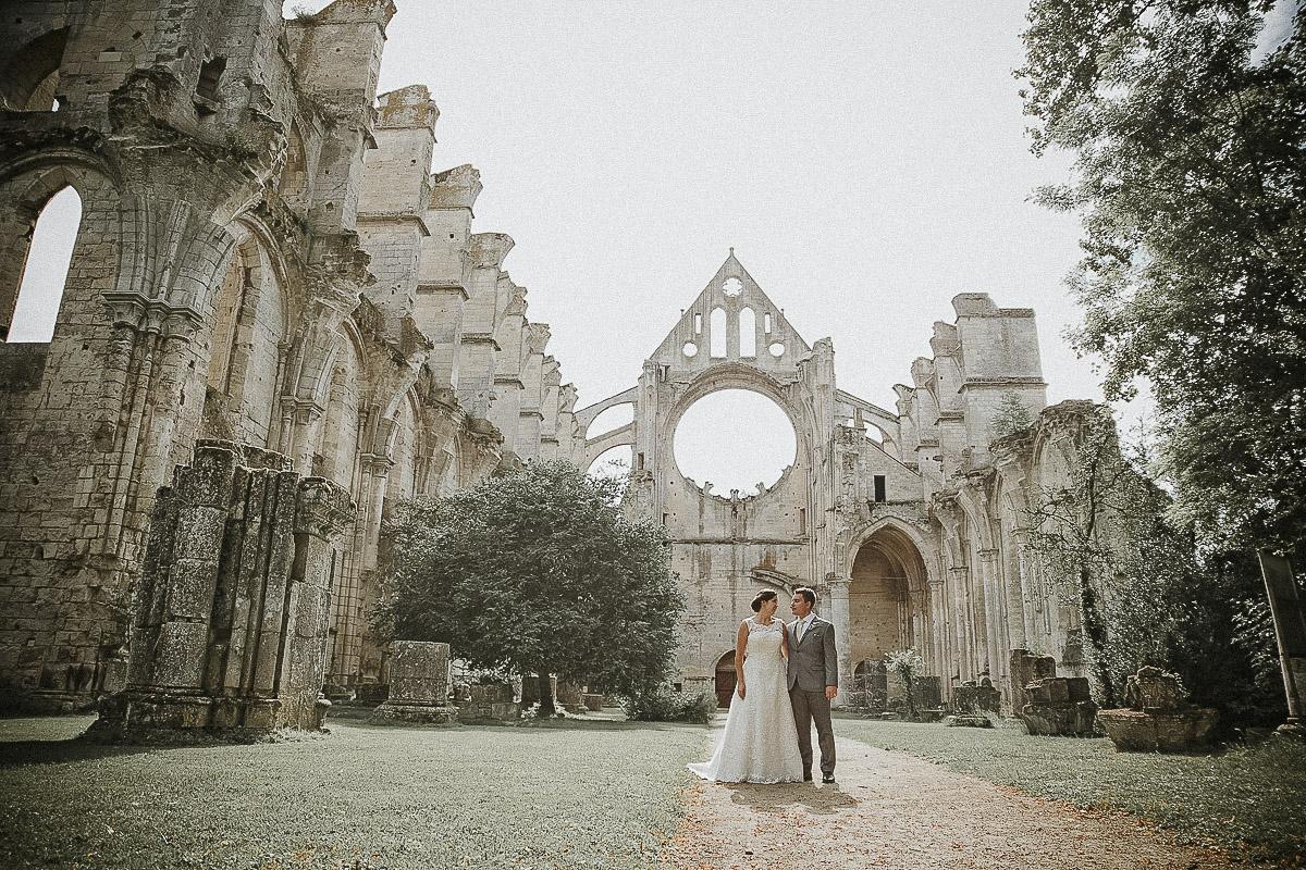 Abbaye de longpont-mariage-le mariage de Gemma et Sam